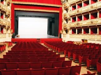 Ein leerer Kinosaal. Wenn Popcorn nicht teuer wäre, würden Deutsche Kinos ein Problem haben